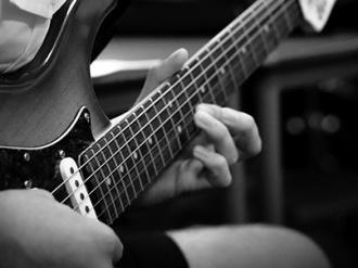 SunArts guitarist